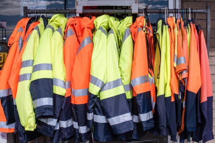 Jak dobierać rozmiary ubrań roboczych dla pracowników?