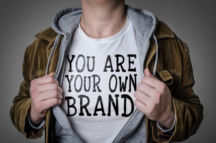 Jaka powinna być dobra odzież reklamowa z nadrukiem?